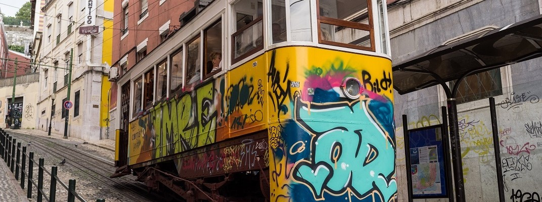 graffiti-public-transportation-sloping-3813!